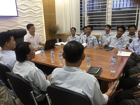 Đội ngũ thi công xây dựng và cuộc họp